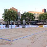 Teatro aikštėje – 9 sunkvežimiai smėlio